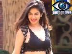 Bigg Boss Contestant Bandgi Kalra Two Delhi Firms Booked For Sold Fake Iphonex
