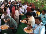 Sakinaka Mosque In Mumbai Give Food To 800 Job Less Laborers