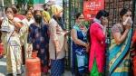 வருமானமின்றி தவிக்கும் கிராமவாசிகள்.. ரேஷன் கார்டு இல்லை.. உணவு பொருள் இல்லை.. பசியால் மக்கள்..!
