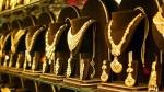 சூப்பர் சரிவில் தங்கம் விலை.. இது வாங்க சரியான நேரம் தான்.. நிபுணர்களின் கணிப்பும் இது தான்!