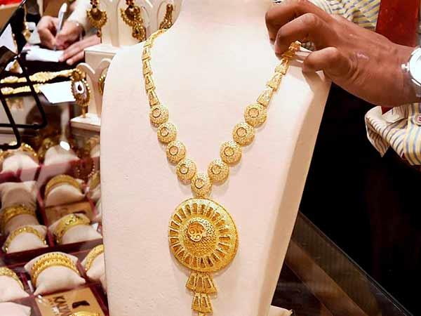 தங்கம் விலை வரலாறு காணாத புதிய உச்சம் - ஒரு சவரன் ரூ. 25,558க்கு விற்பனை