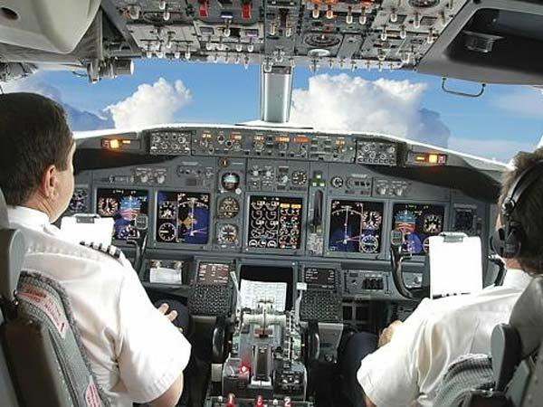 இந்தியாவில் Pilot வேலைக்கு ஆள் இல்லை..! தடுமாறும் விமான நிறுவனங்கள்..!