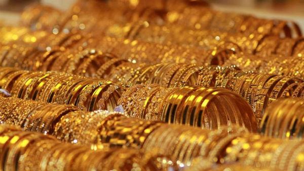 தங்கம் விலை வீழ்ச்சி.. அதுவும் உச்சத்திலிருந்து ரூ.2,400.. இப்போது வாங்கலாமா..!