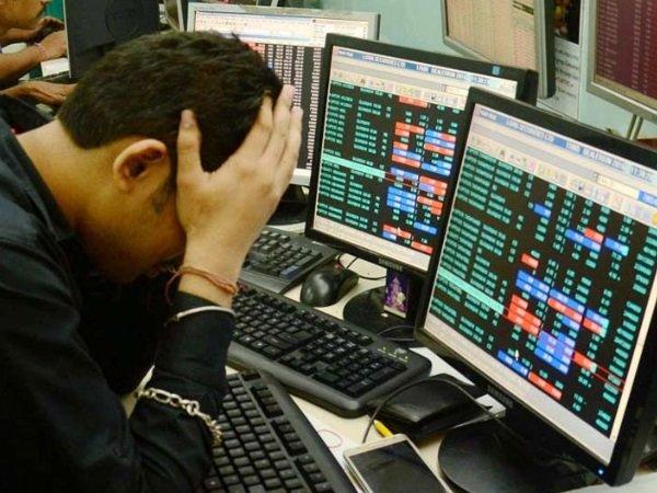 Sensex Crash: உச்சத்தில் இருந்து 956 புள்ளிகள் சரிந்த சென்செக்ஸ்! ஏன் இவ்வளவு பெரிய சரிவு?