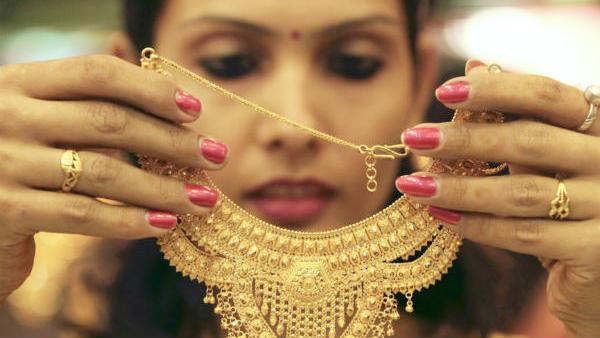 சூப்பர் சரிவில் தங்கம் விலை.. தொடர்ச்சியாக 4வது நாளாகவும் சரிவு.. ஜாக்பாட் தான்..!