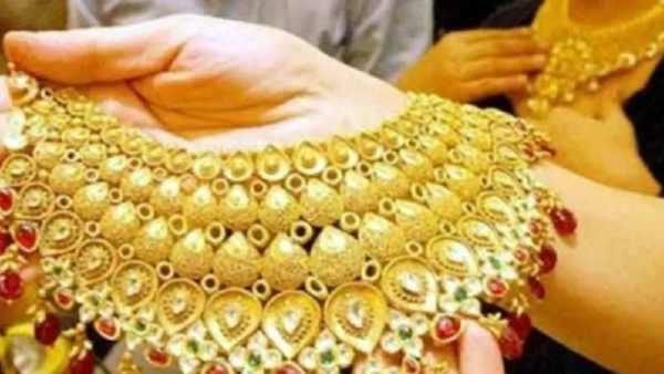 போன வராது, பொழுது போனா கிடைக்காது.. 43,000 ரூபாய்க்குக் குறைந்த தங்கம் விலை..!!