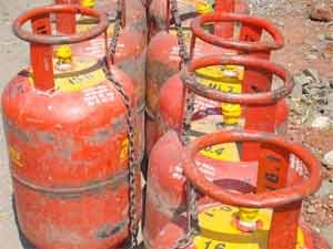 Lpg Cylinder Distributors Hold Stri