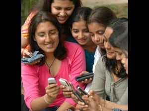Philips Re Enters Indian Mobile Market