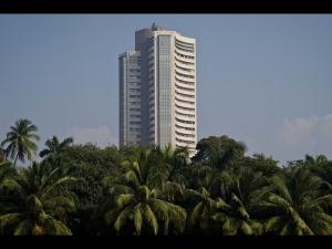 Sensex Nifty Continue Struggle Banks It Drag