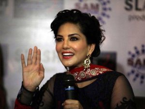 Sunny Leone Exposing His New Face On Different Side