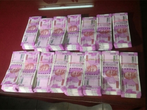 Fake Rs 2000 Notes Children Bank India Dispensed From Sbi Atm In Delhi