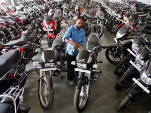 Bsiii Vehicles Ban Two Wheeler Industry Took Rs600 Crore Hi