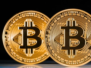 Bitcoin Crosses 8 000 Rallies Over 700 Percent This Year