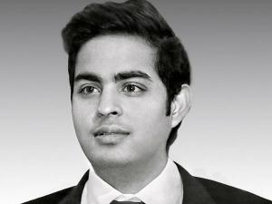 Mukesh Ambani S Son Akash Ambani Wedding News Is Hoax Reliance Clarified