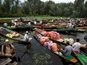 India S First Floating Market Opens Kolkata