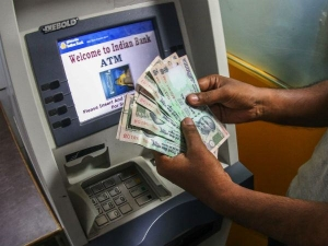 Sbi Reduced Atm Cash Withdrawal Limit Rs 20 000 Per Day
