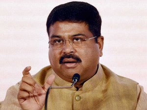Paisa Drop Was Mistake Staff Confesses Petroleum Minister Dharmendra Pradhan