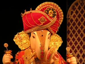 Mumbai S Expensive Ganesh Idol With 68 Kg Gold 327 Kg Silver