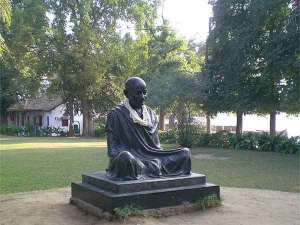 Seven Truth About Mahatma Gandhi
