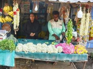 A Muslim Women Raula Parveen Who Sells Flowers Hindu Temples