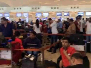 Air Passengers Are Angry On Air India Due To 2 Hour Flight Dalay For 155 Flights