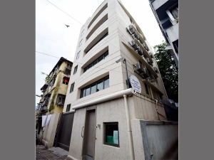 Builder Has To Give Home And 17 55 Lakh Compensation Or Give 1 27 Crore Compensation