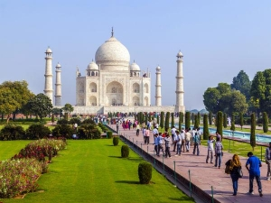 Visitors More Than Three Hours At The Taj Mahal Will Now Be Charged An Additional Fee