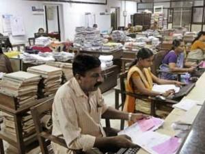 Modi Govt Asks 129 Non Performing Officials Leave Same Scenario In It Industry