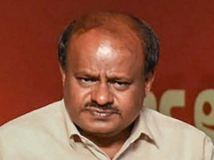 Karnataka Cm Kumarasamy Says That Narendra Modi Has Given Candy For Farmers