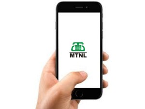 Mtnl Staged A Protest Outside The Telecommunications Ministry