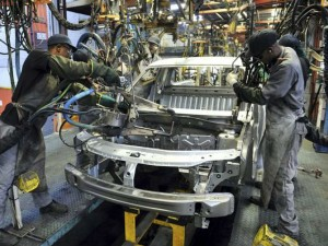 Automobile Production Is Going Down 10 Lakh Contract Employee May Face Layoff