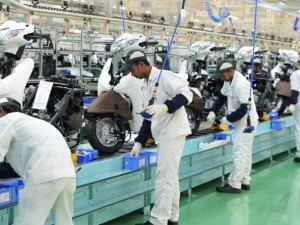Indian Automobile Industry May Lay Off 10 Lakh Employees 32000 Lost Their Job