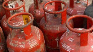 Lpg Gas Cylinder Rs 15 Increased For 14 Kg Lpg Gas Cylinder Chennai Has To Pay Rs