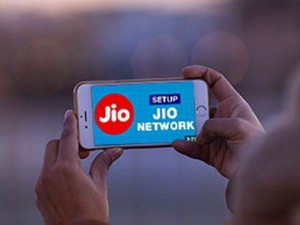 Reliance Jio Announced Offer 30 Minutes Of Free Talk Time To Users