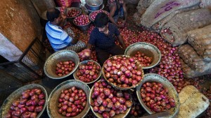 Onion Price Touch To Rs 150 In Tamilnadu