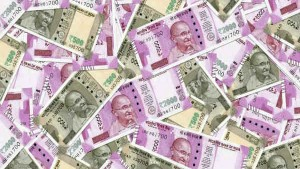 New 2000 Rupee Old 500 Rupee Currency Note Rain In Kolkatta