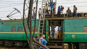 Indian Railway Announced 2 4cr Peoples Applied For 1 2lakh Vacacies