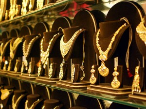 Gold Prices Increased Rs 400 Per Gram In A Day