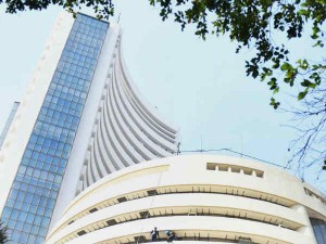 Sensex Crashed Below 40700 And Nifty Crashed Down Below