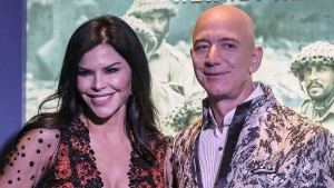 Amazon Ceo Jeff Bezos Gifts Most Expensive House Worth Rs 1 178 Cr To His Girlfriend