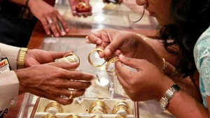Gold Price For A Poun Fall Around Rs