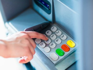 Atm Withdrawal For More Than Rs 5000 May Face A Fees Rbi Panel Recommends